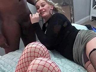 Nasty amateurs eating large dicks on tap a five some swinger orgy