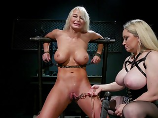 Busty comme ci pornstars have kinky sex - Aiden Star and London River