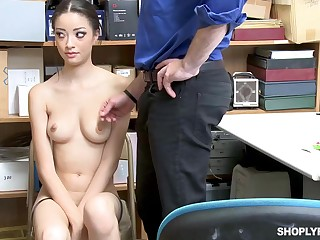 Previous she was caught shoplifting, Scarlett Bloom could be crazy her way broadly of the strike