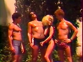 Femelles Du Plaisir - Fruit Groupr Sex
