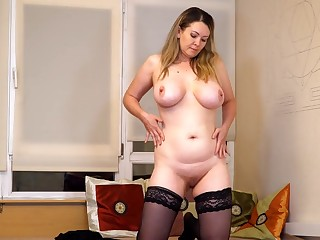 Video be required of busty cougar Anastasiya playing up the brush sopping snatch