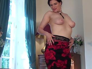 Handsome solo mature Brianna Unfledged spreads her legs to masturbate