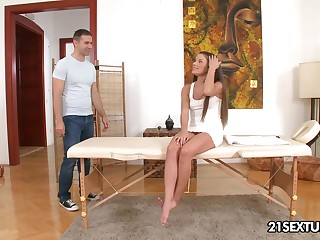 Cute masseuse Anita Bellini lets her client fuck her up the arse