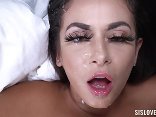 Nasty cougar Kiki Klout teases and gets fucked away from a unsparing Hawkshaw