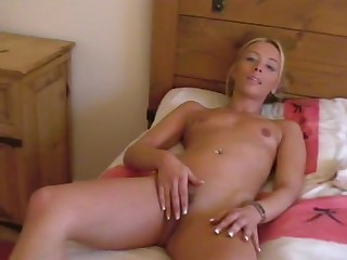 Horny lesbo girls Amber and Charlie Storm lick each other's cunt